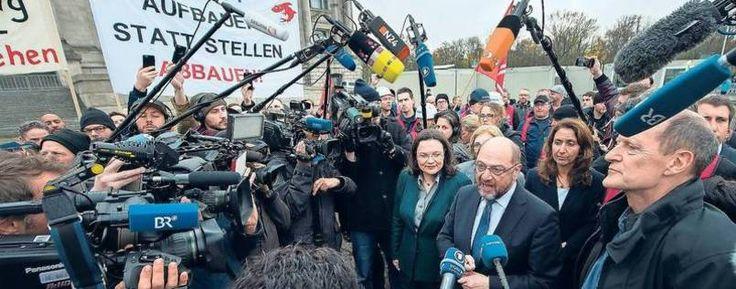 Protest vor dem Bundestag. Politiker klagen Siemens-Vorstand an
