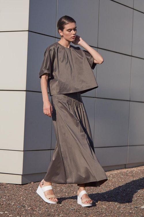 Купить Блуза МИНИМАЛИЗМ с вытачками из коллекции «…И ВХОДИТ ЖЕНЩИНА» от Lesel (Лесель) российский дизайнер одежды