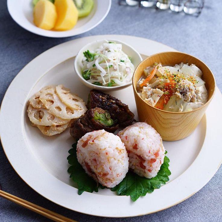 2015 . 11 . 15 . . . Side dishes of rice balls and Japanese  .  おにぎりプレート   . . おはようございます  . . この間の消えちゃった和食です . 記録にしたかったので . Repost させて下さい  . 梅とじゃこのおにぎり . 蓮根の明太子炒め . 大根とツナのサラダ . 汁 殆ど無い 鶏団子入りスープ . インゲンの牛肉巻き . . . . by maca_ron5