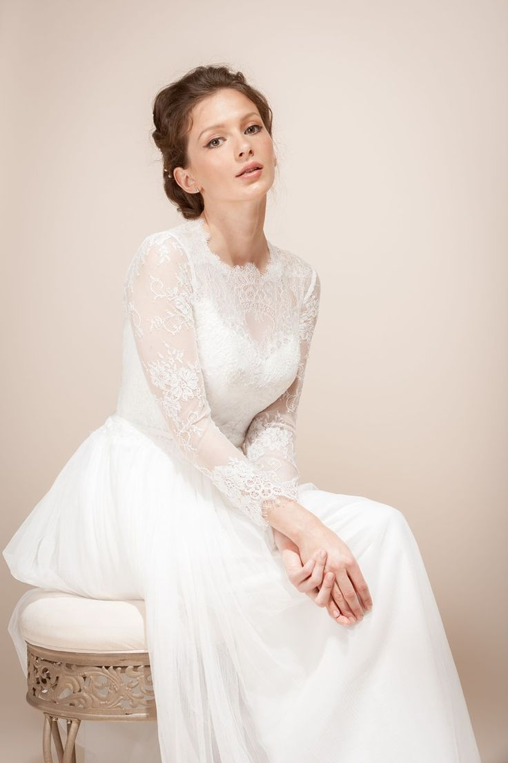 A new collection of elegant bridal hair accessories for Long veils for wedding dresses