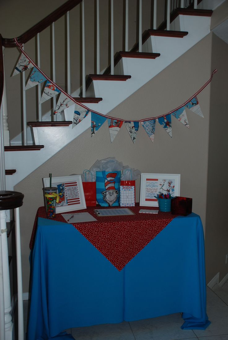 Dr. Seuss Baby Shower: Entry Table