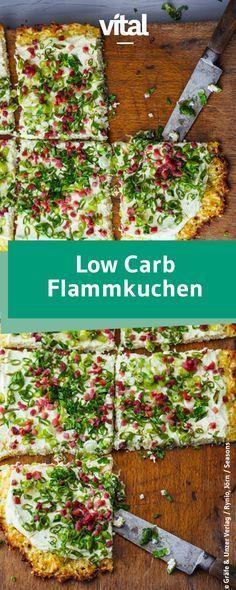 Flammkuchen mal anders: Der Boden wird hier aus Mandelmehl und körnigem Frischkäse gemacht. Probiert unser Rezept für einen Low Carb Flammkuchen mit Zwiebeln und Speck!