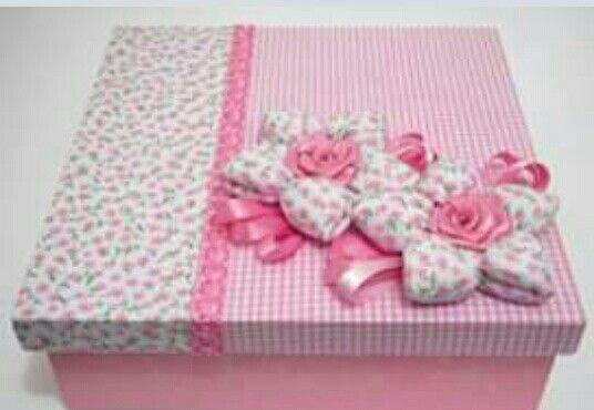 Caja forrada de tela en tonos rosas