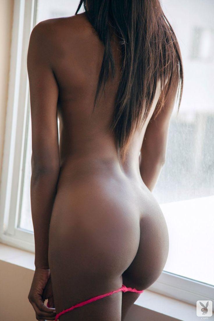 Сексуальная попка голой негритянки: