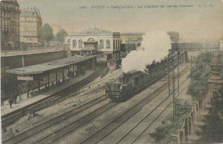 La petite Gare des Batignolles fut construite en 1854, à l'occasion de l'ouverture de la ligne d'Auteuil (aujourd'hui occupé par le RER C). Suite à la construction de deux nouvelles voies, celle ci fut démolie puis reconstruite en 1912 de l'autre côté du pont. Elle deviendra la Gare du Pont Cardinet en 1922.