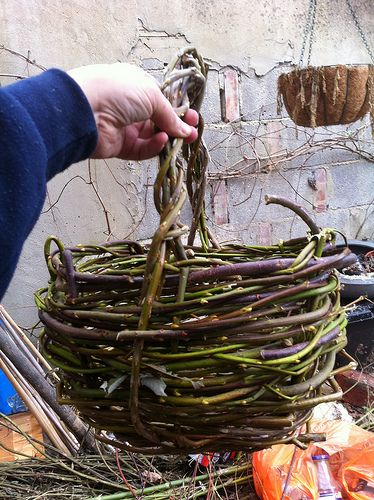 Wild basket from prunings