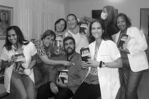 Recuerdos de una amena noche en compañia del doctor Mantovani,  #ElEfectoMaquiavelo y el Círculo de Lectura #LasBrujasTambienLeen.  Gracias por la invitación.  Hablamos del libro,  asesinos en serie,  películas y hasta de los famosos Papers.  Un verdadero honor.