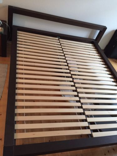 Massivholzbett-Doppelbett-Bettgestell-160x200-Erle-mit-Lattenrost