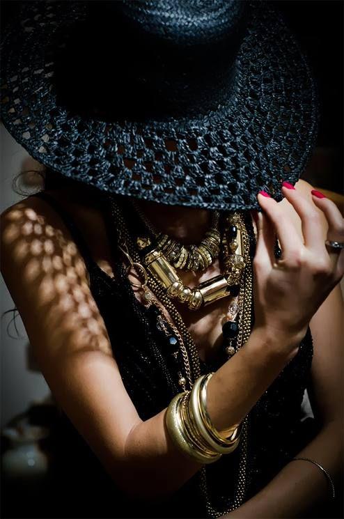 Fool's #Gold Seguici su Hermans Style diventa nostra fan ed entrerai nel mondo fantastico del Glamour !!! Shoe shoes scarpe bags bag borse fashion chic luxury street style moda donna moda uomo wedding planner hair man Hair woman outfit time watch nail print photo foto fotografia cartoline Photography
