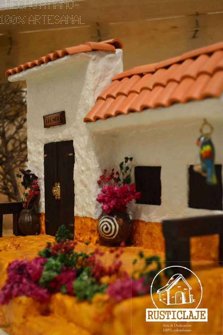 Balcón -Casas campesinas-. En muchos pueblos de Colombia es común encontrar a través de sus calles empedradas antiguas casas con balcones primaverales.