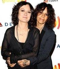 Linda Perry Married Sara Gilbert - http://www.lezbelib.com/life-sex-relationships/linda-perry-married-sara-gilbert #lesbian #wedding #celesbians #lindaperry #saragilbert