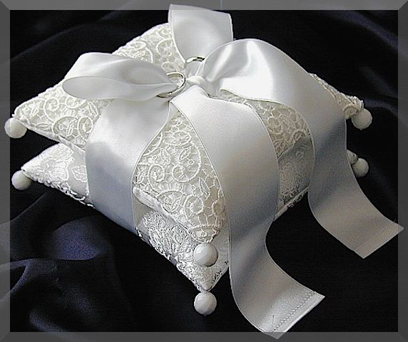 ateliersarah's ring pillow/two cushions together with a ribbon