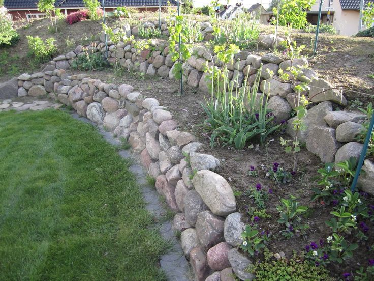 17 best images about garden fencing on pinterest gardens picket fences and diy fence - Gartenanlagen mit steinen ...