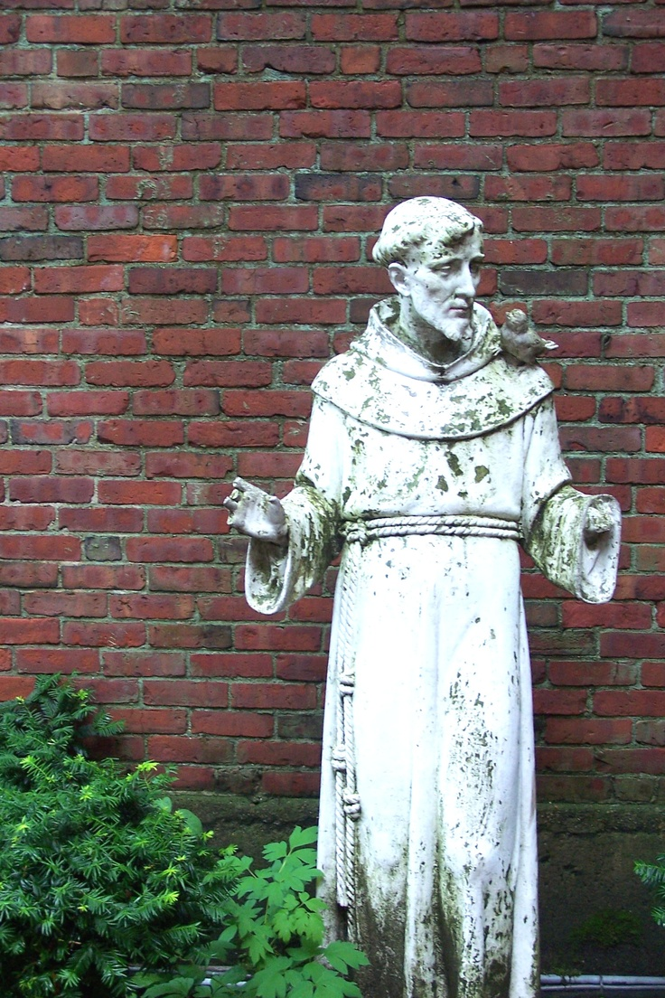 a biography of the saint francis of assissi giovanni bernadone Saint francis of assisi (1182-10/4/1226) was born into a well-off family unit at assisi, italy, the son of a wealthy merchant named pietro di bernardone.