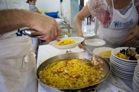 Pasta fresca, gamberetti, pomodini. Il profumo del mare nella tavola di #hotelTabor di #Rimini.