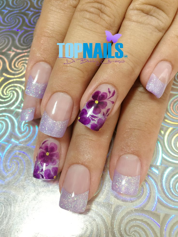 Uñas Acrílicas Francesas con Glitter y Decorado Floral 💅(Acrylic Nails French with Glitter and Floral Decorated) 💅 🌺Hazte Fans o Me Gusta 👍 en https://www.facebook.com/topnails.cl 🌸  🇨🇱www.topnails.cl ☎94243426, saludos Beatriz