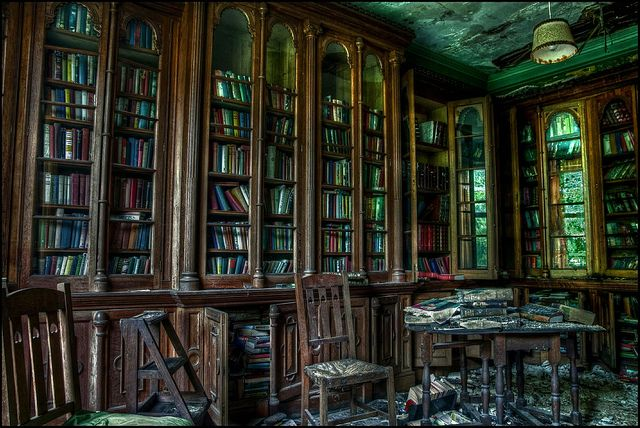 Abandoned Berkyn Manor (aka. Bull Manor, aka. Furhouse Manor) Library -- Berkshire, UK