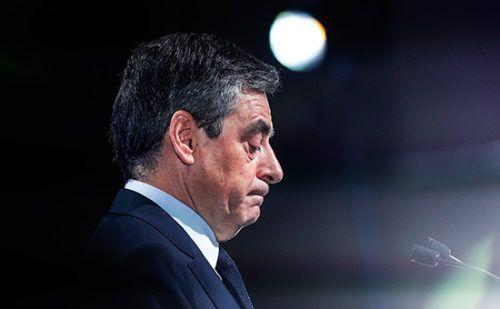 СМИ нашли новый «компромат» на кандидата в президенты Франции Фийона http://mnogomerie.ru/2017/03/07/smi-nashli-novyi-kompromat-na-kandidata-v-prezidenty-francii-fiiona/  Еженедельник Le Canard enchaîné нашел новый «компромат» на кандидата в президенты Франции от «Республиканцев» Франсуа Фийона. Издание уверяет, что в 2013 году он не указал в своей декларации доставшиеся ему €50 тыс. Французский еженедельник Le Canard enchaîné всвоем новом номере опубликует новый «компромат» накандидата…