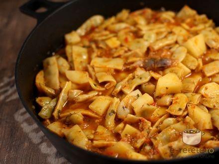 Pastai scazute cu cartofi si rosii