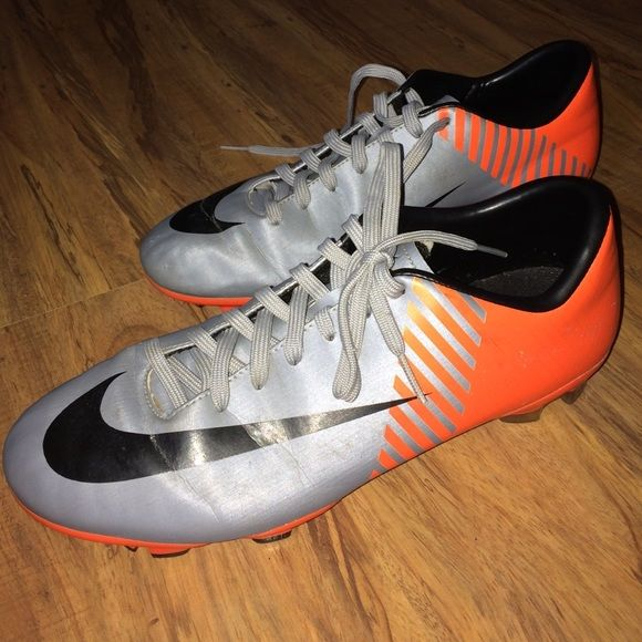 Women's Nike cleats! Women's size 7 Nike cleats! Only worn a few time; like new! Nike Shoes Athletic Shoes