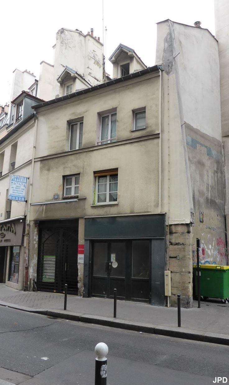 Paris 5e - 28 rue Broca - Vieille maison donnant autrefois sur la Bièvre .