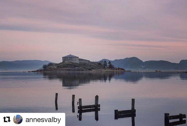 Vil du bo isolert? #reiseliv #reisetips #reiseblogger  #Repost @annesvalby with @repostapp  #castle #nature #landscape #landscapeofnorway #ocean #sky #dreamynorway #reiseradet #exploretrondelag #norge #norgefoto #norges_fotografer #norway #norway2day #norway_photolovers #everydaybergen #dreamchasersnorway #igscandinavia #igscglobal #world_beautiful_landscapes #world_beautifulshots #travel #pocket_norway