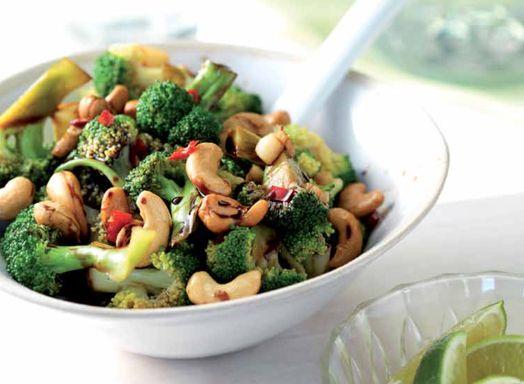 Pittige broccoli met cashewnoten - Amber Albarda