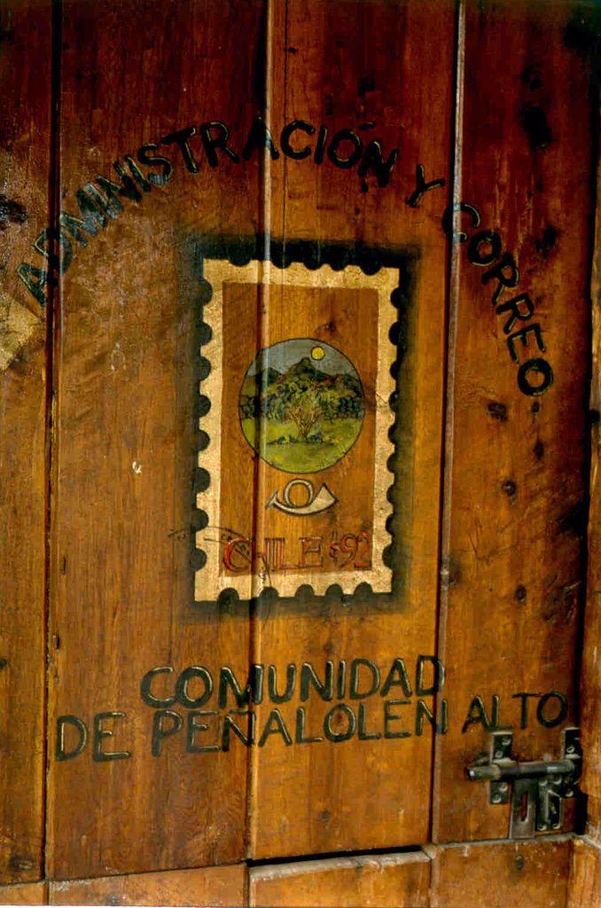 https://flic.kr/p/4ztpc2 | correo-porteria comunidad ecologica | Diseño y reciclaje de Alej Garrós 1992 ,hecho en madera de alerce sacada de postes de teléfono dados de baja...-LA PUERTA LA DISEÑÉ CON DOS HOJAS TIPO ESTABLO PARA QUE LOS PORTEROS AL ESTAR AL INTERIOR PUDIERAN VISUALIZAR LA ENTRADA Y SE PROTEGIERAN DEL FRÍO EN LOS PIES...