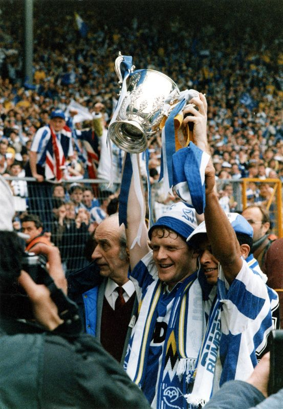 Sheffield Wednesday Players,  Paul King and Paul Williams hold aloft the Rumbelows League Cup, Wembley Stadium