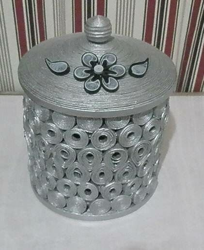 Photo DIY: Very simple basket with top. Love the silver. Spray before coiling.