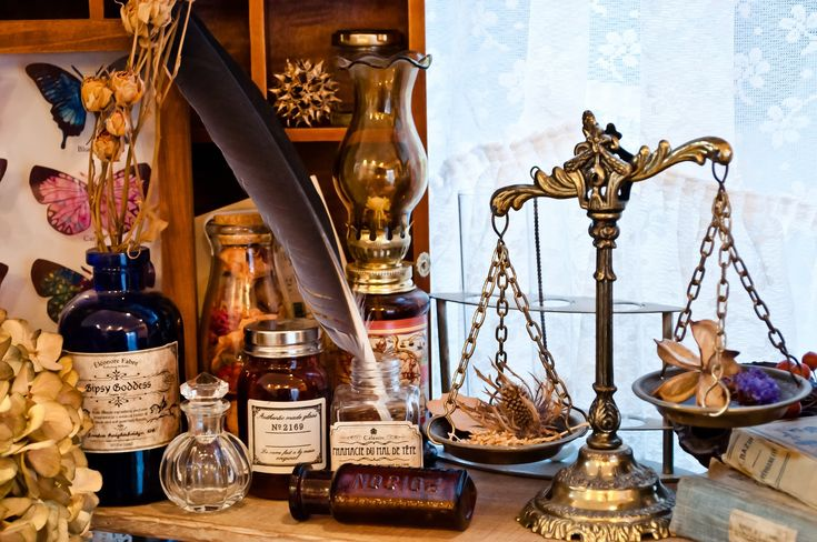 「魔女の薬棚魔女の薬棚」のフリー写真素材