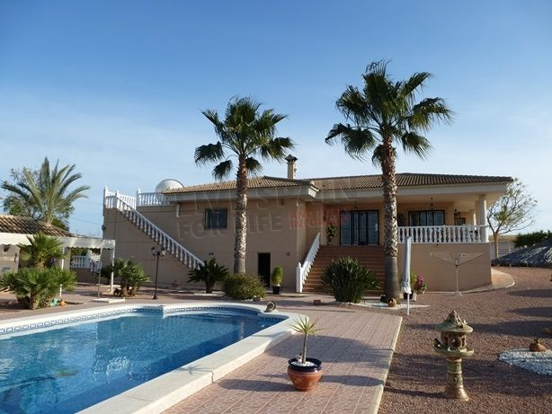 SOLD! Sale required!!! or swap! Stunning property on 11000m2 plot with pool near Jacarilla Spain. Now just 319000€. Serious offers considered. http://www.livespainforlife.com/property/1333/country-house/resale/spain/jacarilla/jacarilla/ (Ref: Jac JH)