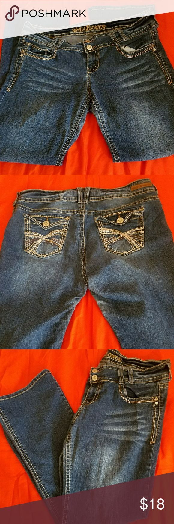 Wallflower Jeans Gorgeous wash on these. Button back pockets, boot cut. Wallflower Jeans Boot Cut