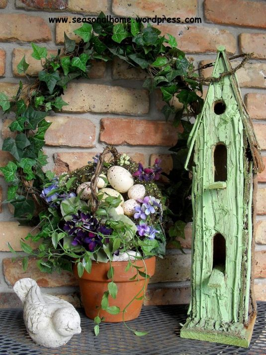 so pretty...love all of this..the littld bird..wreath and Oh the green vintage birdhouse....j
