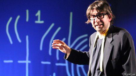 """La ciencia sube a escena en el mayor festival de teatro [Andrea Burnello en la obra """"Principio de Incertiudumbre""""]"""