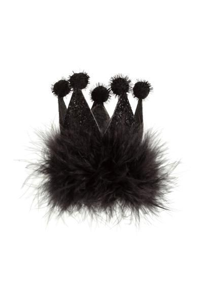 Fermaglio per capelli glitter: Fermaglio per capelli in metallo con piume e corona da principessa in feltro glitter. Larghezza 6 cm, altezza 7 cm.