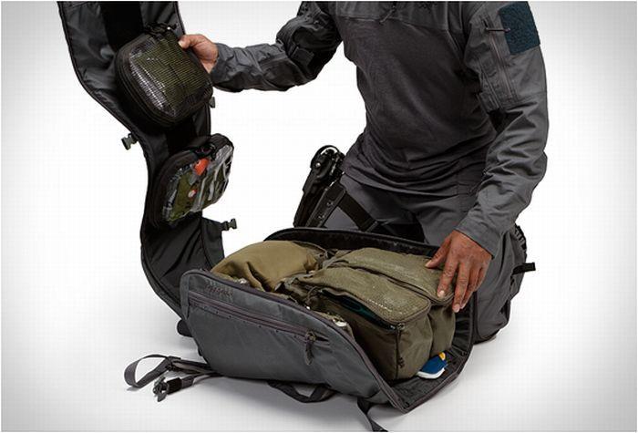 Arc'teryx Leaf ist hauptsächlich für ihre Kletterausrüstung bekannt, nun haben sie sich auf den Markt für taktischer Outdoor-Ausrüstung gewagt und unter anderem den Khard Rucksack entworfen.