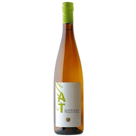 AT by Borges is a regional minho wine with a good, intense and young aroma, with a very balanced acidity that emphasises its freshness. A long and persistent mouth finish #vinhoverde#verdewineundefined nho#AT#portuguesewines