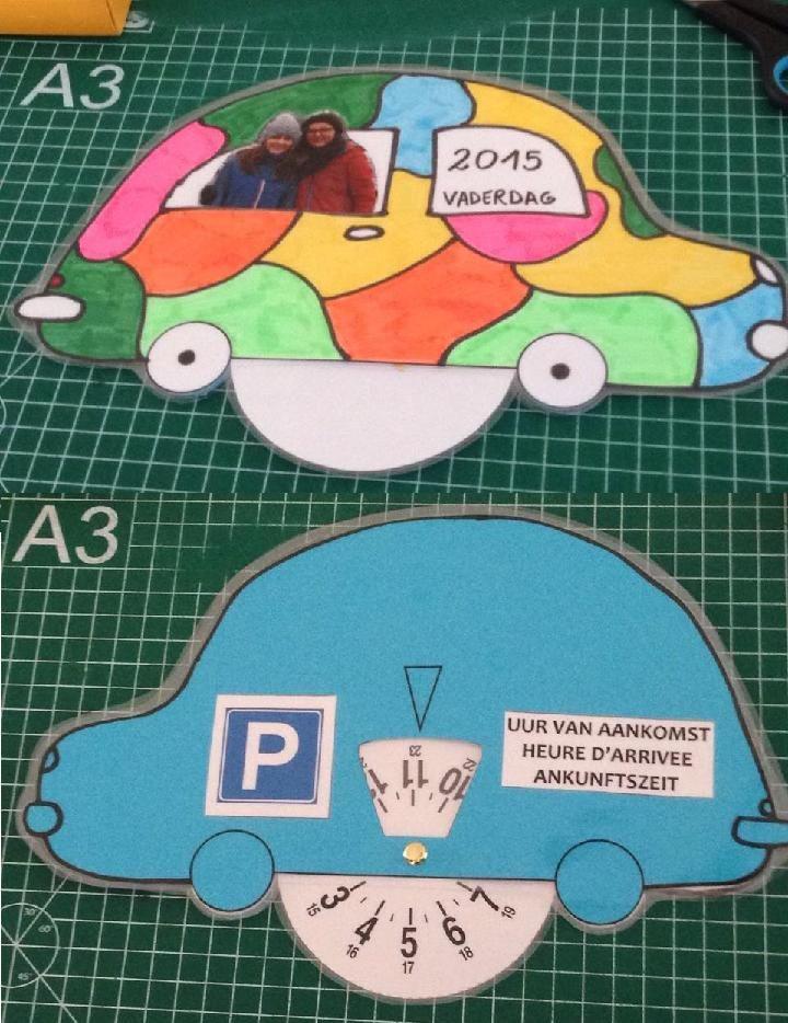 Wij maakten voor Vaderdag een parkeerschijf.  De schijf mag gebruikt worden in de auto als hij aan volgende voorwaarden voldoet:  - hij moet blauw zijn,  - er moet een P op,  - de tekst 'uur van aankomst' in 3 talen,  - een officiële schijf (best gewoon kopiëren)  Hopelijk een leuk idee voor volgend jaar!
