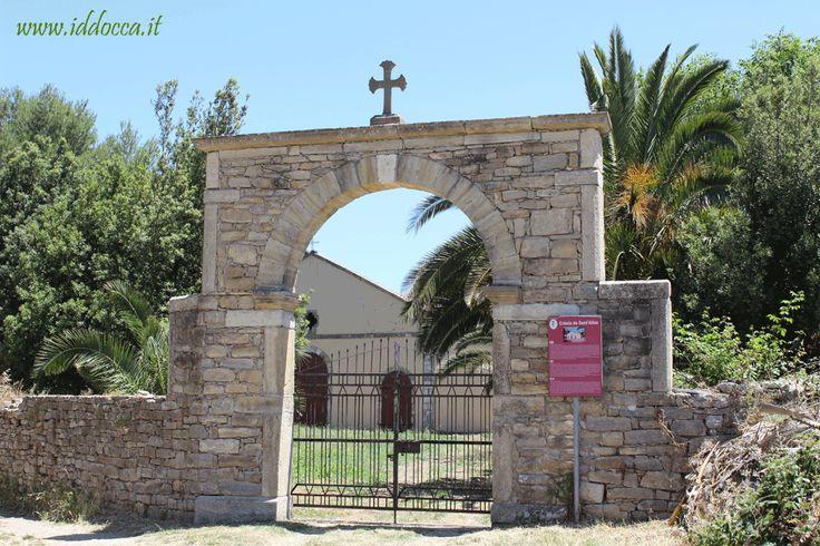 Nuragus, chiesa di Sant'Elia. Dal 5 al 7 luglio si svolgono le celebrazioni in onore del santo.  Nuragus, rural church of Saint Elia. Every year, from 5th to 7th July, in Nuragus happen the celebration in honour of the Saint.