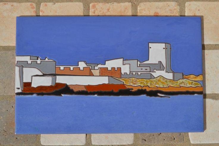 Placa de 40x25cm con vistas del castillo de Sancti Petri, realizada en cuerda seca.