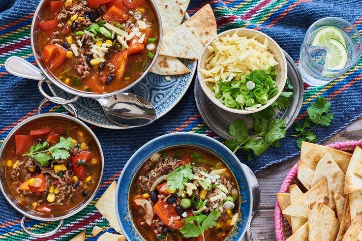 Tortillasoep met rundergehakt, zwarte bonen, maïs en tomaten | Marley Spoon