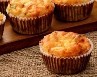 Muffins au Boursin© et aux restes de blancs de poulet cuits : http://www.fourchette-et-bikini.fr/recettes/recettes-minceur/muffins-au-boursinc-et-aux-restes-de-blancs-de-poulet-cuits.html