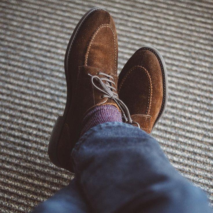 Close up with the @berwick1707_official split toe today. Socks from @pantherellasocks and @japanbluejeans 601 denim. . . . #berwick1707 #japanblue #selvedgedenim #fadefriday #suede #dailylast #goodyearwelt #rakish #rakishgent #classicmenswear #stylishmen #menstailoring #stylishgent #madetobeworn #styleforum #mensshoes #mnswr #shoeshine #shineyourshoes #shoegazing #ptoman #shoegazingblog #shoesoftheday #shoestagram #mensweardaily #menswearblog #shoecare #sprezzatura #sartorial