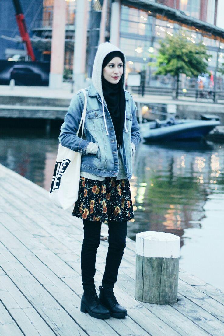Denim and floral. #hijab