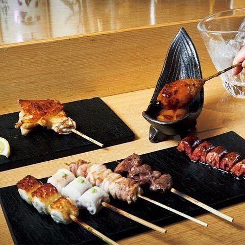 Tokyo Calendar とりや  幸  銀座 銀座『とりや 幸』の「串7本コース」。もも、むね、砂肝、血肝(レバー)など。つくねは名古屋コーチンの卵黄付き。 #東京カレンダー #東カレ #焼き鳥 #銀座 #とりや幸 #串7本コース