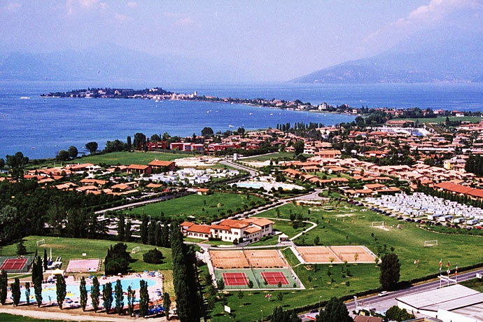 Residence Garda Village - Sirmione ... Garda Lake, Lago di Garda, Gardasee, Lake Garda, Lac de Garde, Gardameer, Gardasøen, Jezioro Garda, Gardské Jezero, אגם גארדה, Озеро Гарда ... Welcome to ApartmentsGarda Village Sirmione. Residence Garda Village is a green oasis of more than 16 hectares. 294 bungalows of various types are situated amongst meadows, gardens and a profusion of flowers. The standard accommodation includes: twin bedroom, living room wi