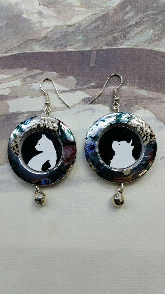 Guarda questo articolo nel mio negozio Etsy https://www.etsy.com/it/listing/465202637/orecchini-dipinti-silhouettes-gatti