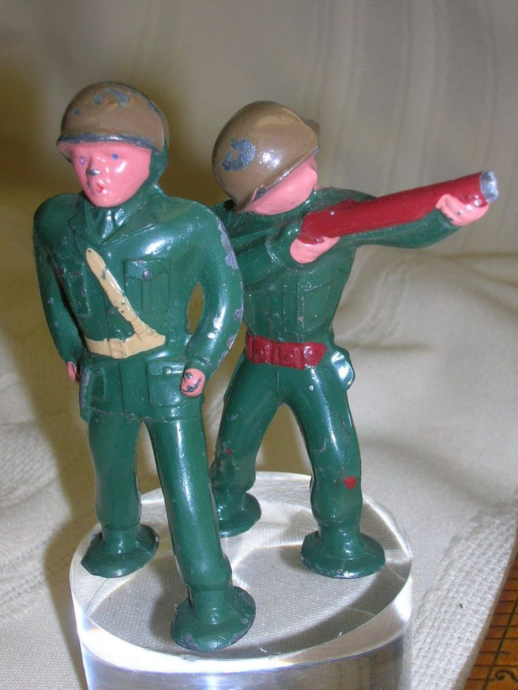 "2 Vintage Metal Army guys Painted Green 2 3/4"" Tall  #Unbranded"