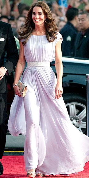 Love the Duchess's McQueen pick for the red carpet... I cannot wear this color but I think she looks lovely!